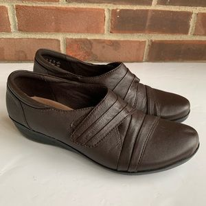 Clarks brown leather comfy flat shoes
